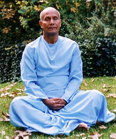 sri_chinmoy_meditates